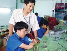 Báo Người Lao Động: Nhà sáng chế gàn
